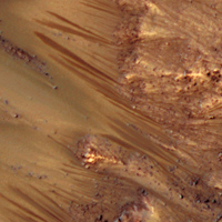 liquid water flowing on mars
